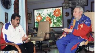 El presidente de Venezuela, Nicolás Maduro junto al líder cubano Fidel C...