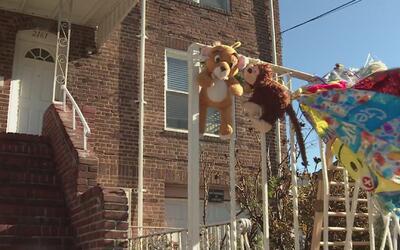 Residentes en Brooklyn lamentan la muerte de menor que recibió golpes en...