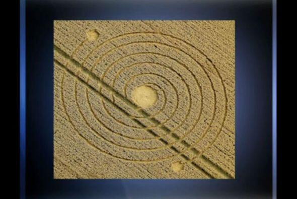El 8 de agosto de 2013 en Silbury Hill, Inglaterra apareció esta espiral...