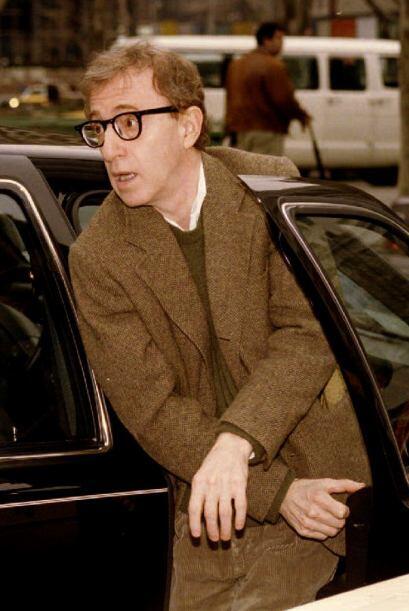 Mia Farrow acusó a Woody Allen de haber abusado de una de sus hijas adop...