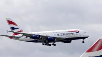 Un avión golpeó un edificio del aeropuerto internacional de Johannesburg...