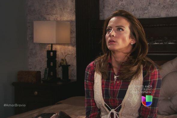 Camila suspira, llena de desesperación y asco, Dionisio la espera con an...