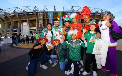 Caras lindas, familia y amigos se dieron cita en el Estadio Azteca para...