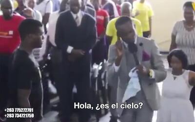 """""""Hola, ¿es el cielo?"""": Pastor de Zimbabue asegura que habla con Dios por..."""