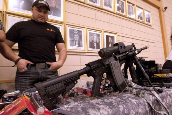 Quienes se oponen al derecho de poseer armas dicen que promueve la crimi...