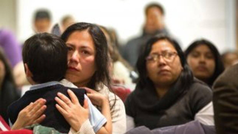 Unos 5 millones de inmigrantes indocumentados en Estados Unidos esperan...