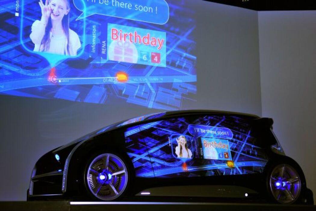 Estos displays permiten cambiar la imagen y color del auto o incluso pro...