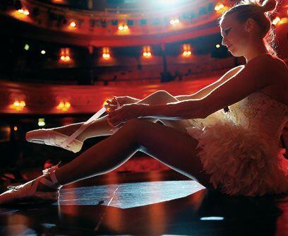 BAILARINA: La mayoría de bailarines comienzan su entrenamiento fo...