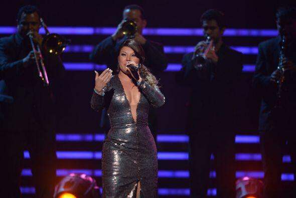 Diana Reyes fue la siguiente en salir al escenario para cantarle a su gr...