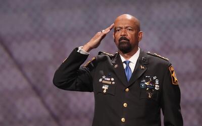 ¿Cometió plagio el sheriff de Milwaukee, David Clarke, candidato a una a...