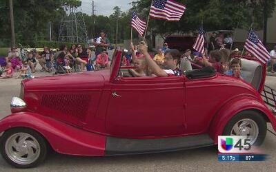 Houston celebra el 4 de julio con desfiles
