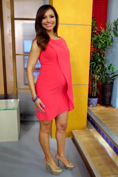 Una mamita con mucho estilo. Satcha Pretto se ve fenomenal.