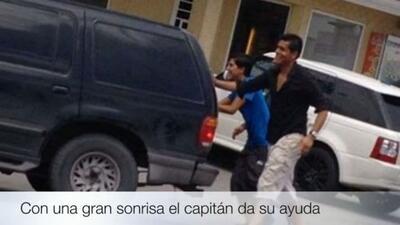Oswaldo Sánchez empujando un carro varado