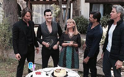 David Zepeda celebró su cumpleaños con colegas y amigos en el set de 'Tr...