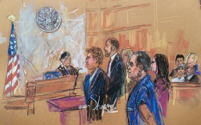 En el dibujo de la audiencia, 'El Chapo' comparece ante el juez, mientra...
