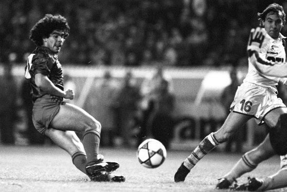 César Luis Menotti llevó a un Barcelona plagado de talento...