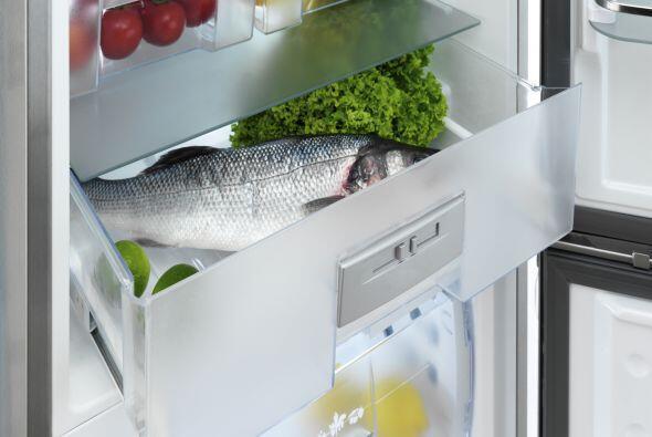 Alarga la vida de los vegetales verdes forrando el cajón del refr...