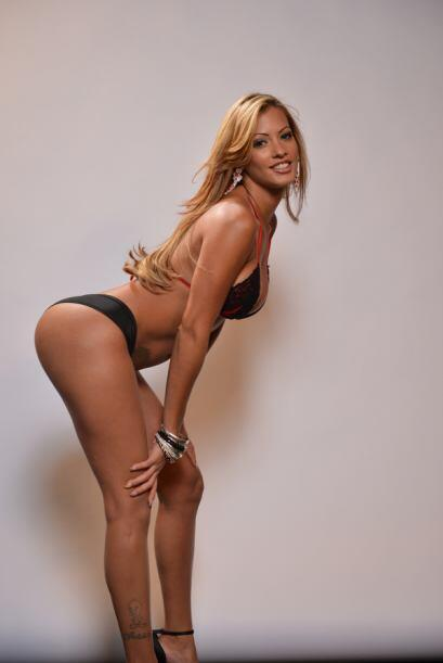 Esta sexy chica es Jessy González y quiere convertirse en Miss Colita Ot...