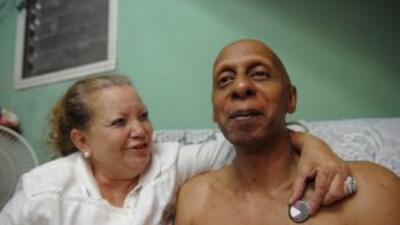 El disidente cubano, Guillermo Fariñas recibe pasaporte pero duda sobre...