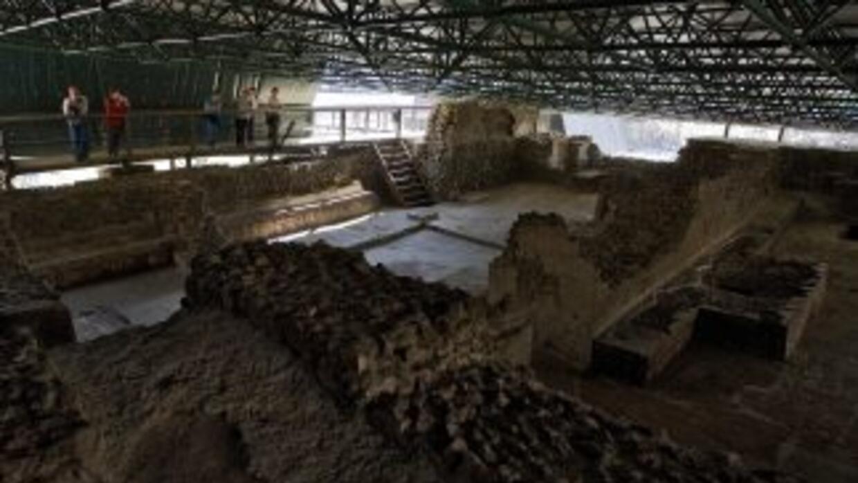 Arqueólogos mexicanos descubrieron un entierro prehispánico con restos ó...