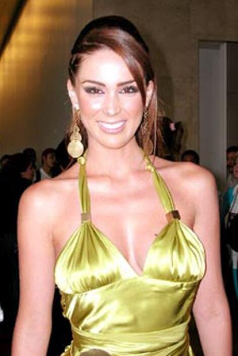 """En esos """"Premios TVyNovelas"""" Jacqueline estuvo entre las mejores vestida..."""