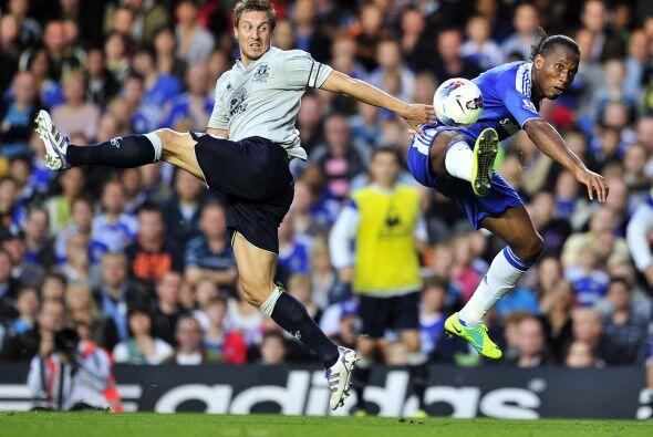 Drogba no pudo convertir pero su Chelsea juega bien y sueña.
