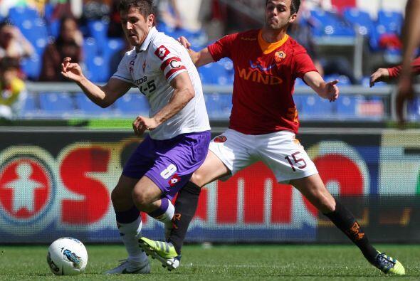 Con el paso de los minutos, Fiorentina dominaba el juego y los romanos l...