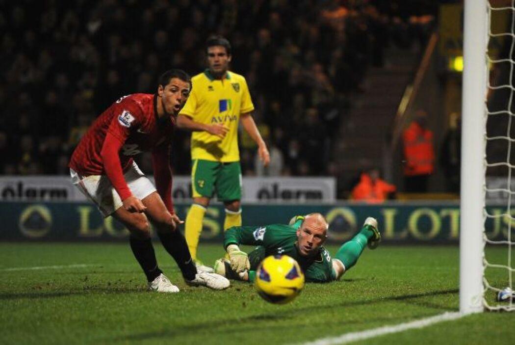 Esta fue una de las más claras del United, pero 'Chicharito' no llegó al...