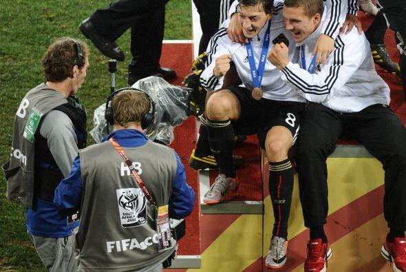 Alemania quedó como tercer lugar del torneo y Özil se gan&oa...