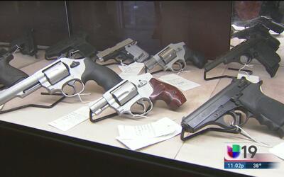 Restringen ventas de armas de fuego en California