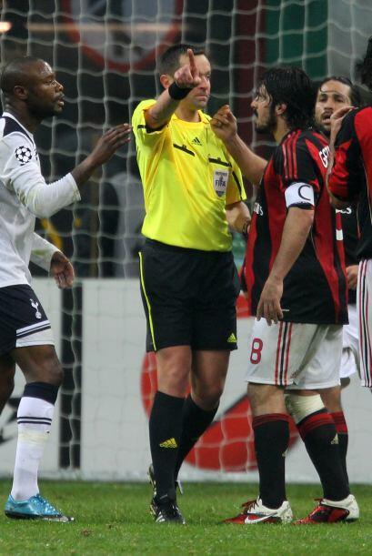 Lo extraño es que el árbitro no expulsó al italiano.