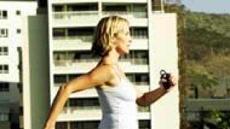 Ejercitarse durante al menos treinta minutos al día reduce a la mitad el...