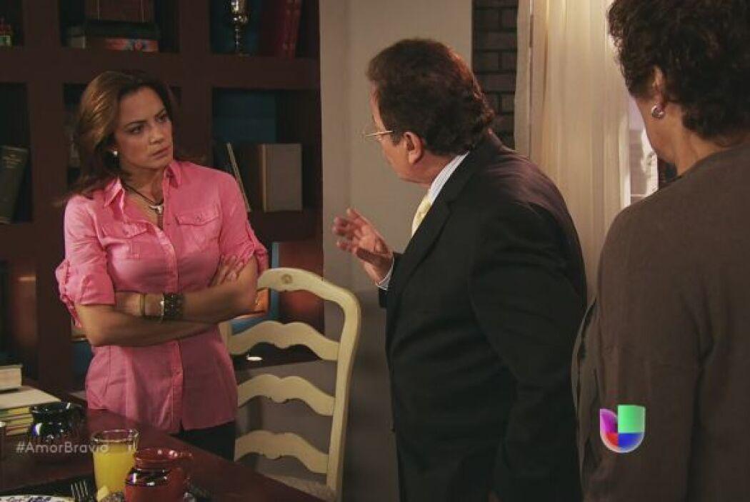 Camila sabe que Isadora está detenida porque se le acusa de haber matado...