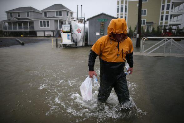 El temido Huracán Sandy inició su golpiza de la costa de N...