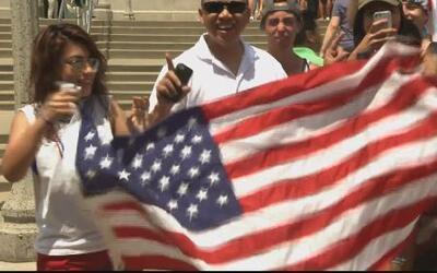 30,000 le echan porras a USA desde Chicago