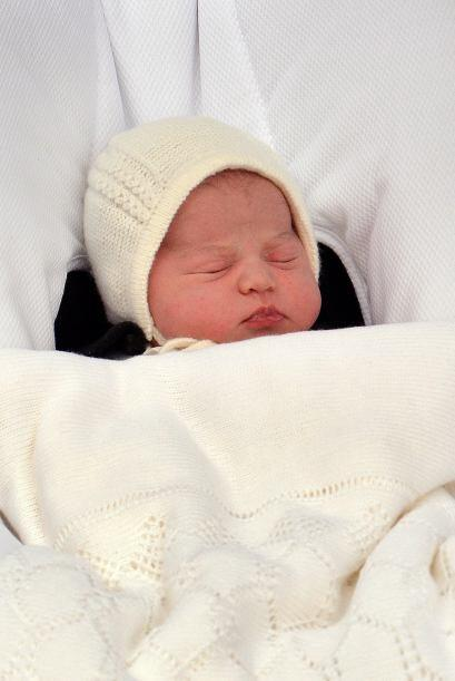 El conjunto para que la princesa Charlotte saludará al mundo fue un obse...
