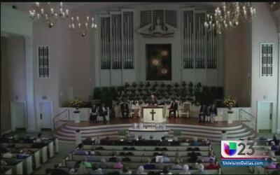 Novia de Thomas Duncan regresa a su Iglesia
