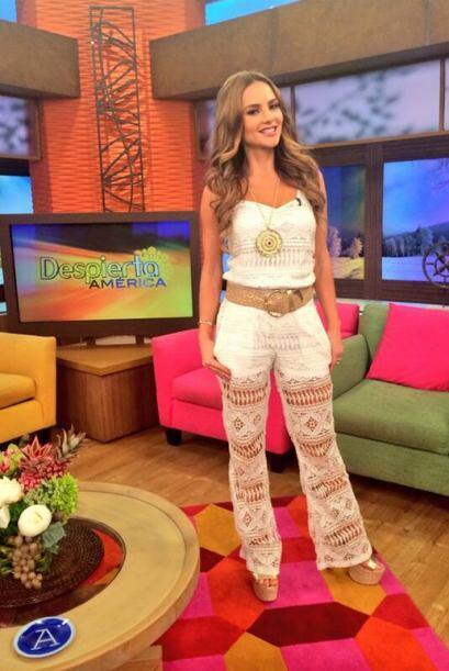 """Una fotico de mi look de hoy en @DespiertaAmeric Besos a todos"""", di..."""