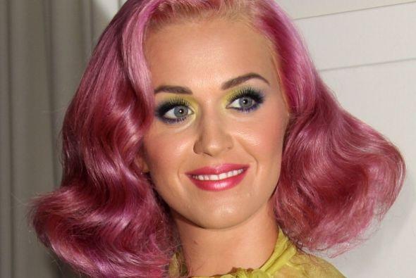 Katy Perry es una amante del estilo 'vintage'. Hermosos peinados 'retro'...