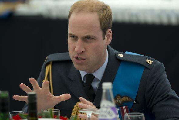 El Duque de Cambridge entablado en un discurso.