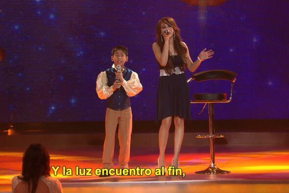 Luis Hiroshi cantó al lado de Danna Paola,