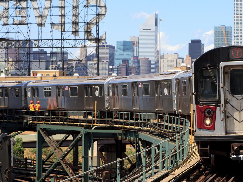 El metro es el medio de transporte preferido por los habitantes de Queen...