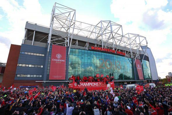 Esto fue parte del enorme festejo del Manchester United al ganar otra Li...