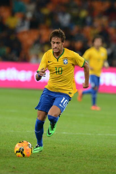 Neymar:El astro brasileño dejó a un lado los looks excentricos para conc...