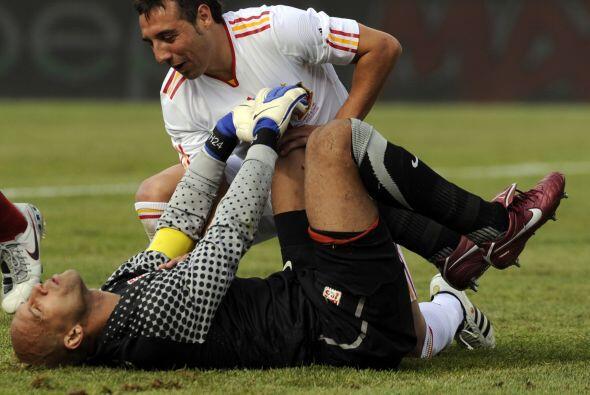 Pero con el pretexto del impacto entre estos futbolistas, Cazorla ya le...