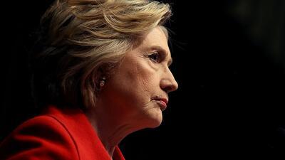 Hillary Clinton habla durante la convención del aniversario de la...
