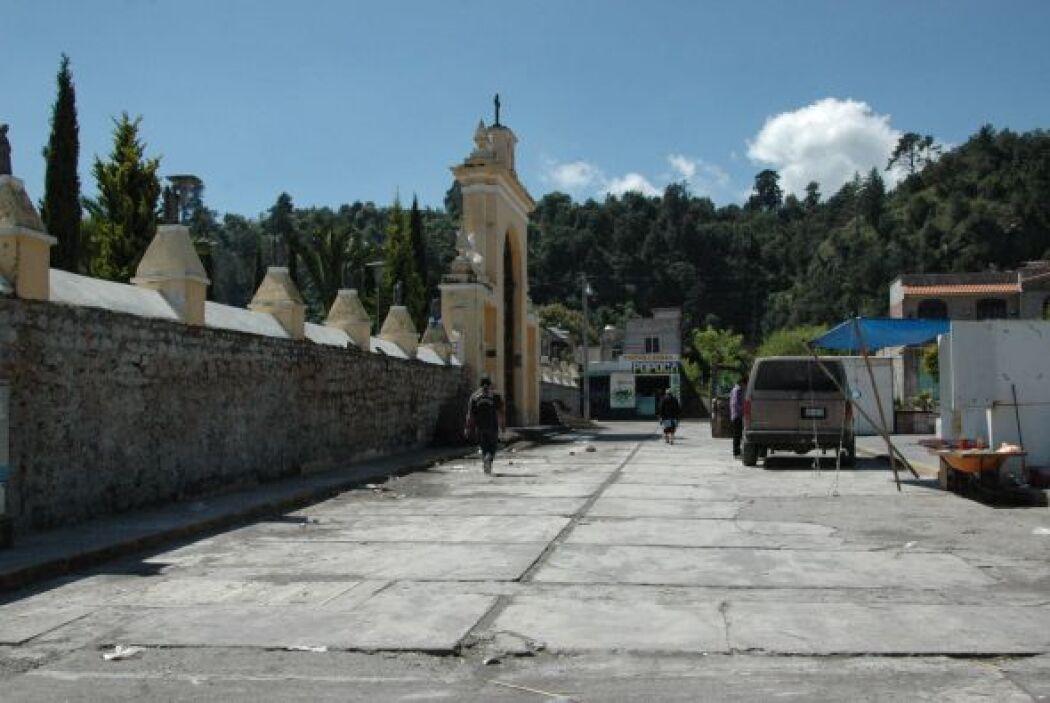 La Catedral dedicada a Santiago Apóstol se erige en la plaza principal.