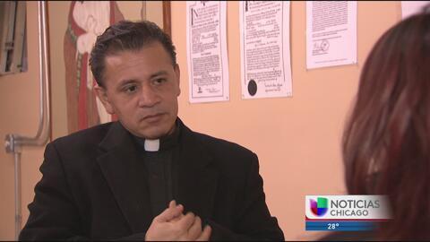 Inmigrante pide ayuda en iglesia después de la visita de ICE