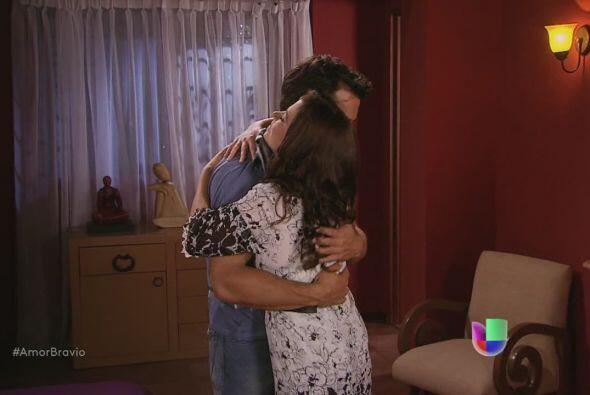 Daniel no puede creer que falten tan pocos días para volver a Chile, Mir...