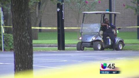 Policía de Houston disparan contra un hombre armado en la Universidad St...